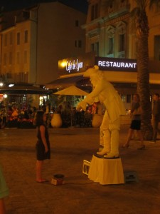Street performer in Sanary